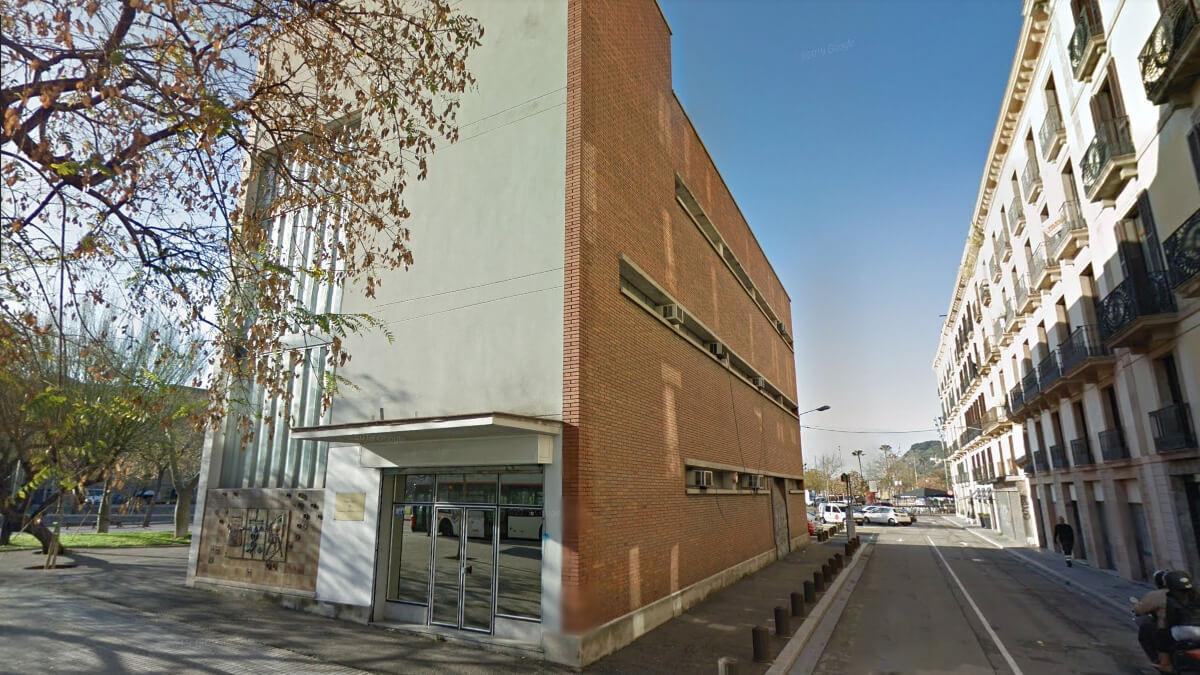 L'edifici dels pesadors, construït a finals dels anys seixanta al Pas Sota Muralla